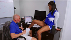 Cheerleader Nia Nacci shows her bald cunt and sucking cock!